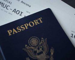 Reisepass und Bordkarte
