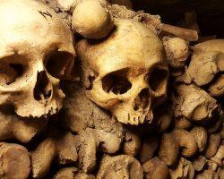 Katakomben von Paris Totenschaedel