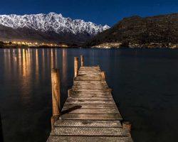 Neuseeland See mit Steg und Berg
