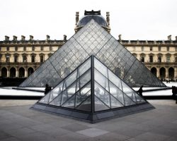 Pyramide of the Louvre: Paris