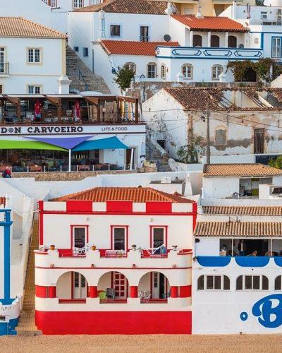 verschiedene Haeuser in Carvoeiro Portugal Algarve